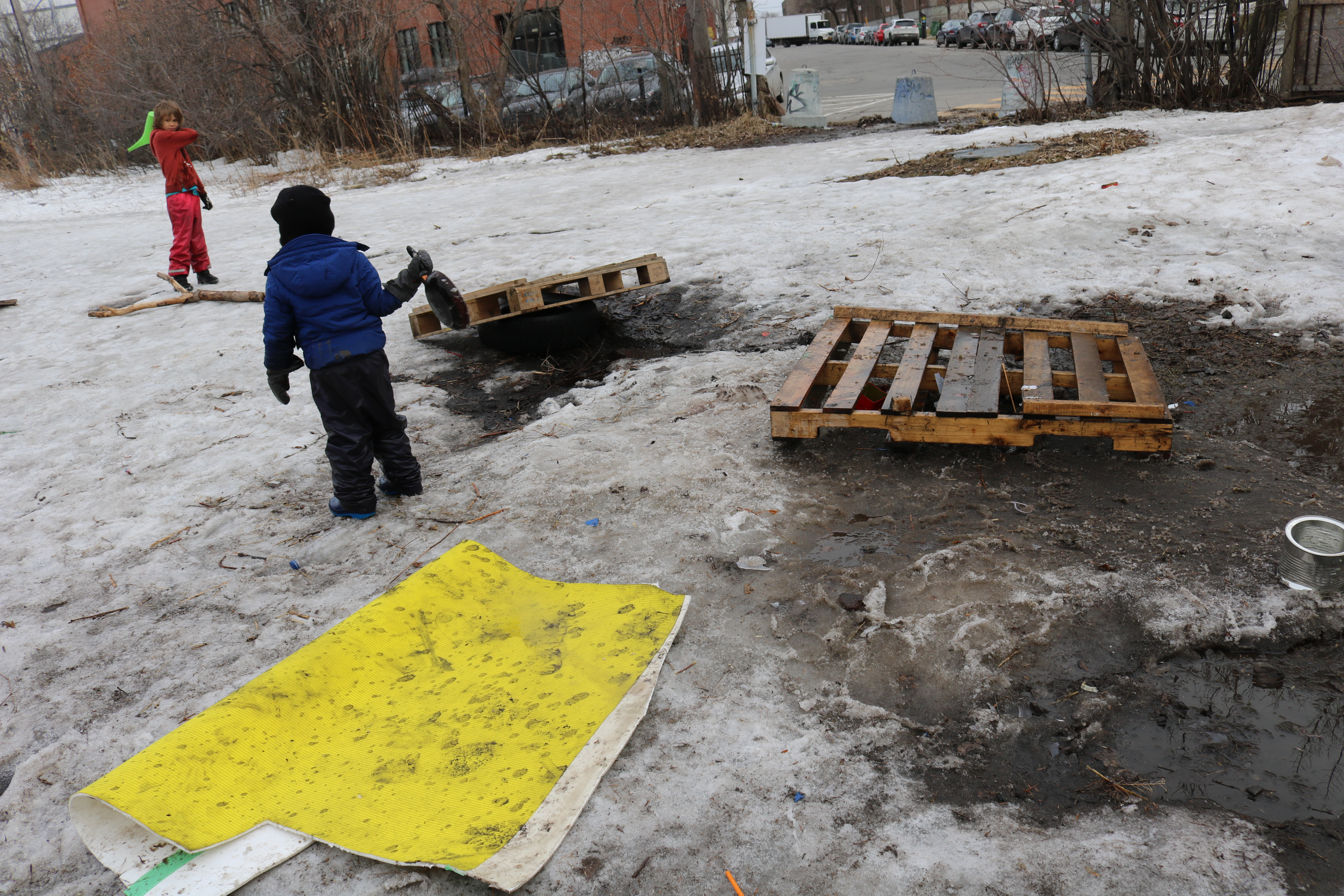 Qubec playgroundology over the next 45 minutes i marvel at their ingenuity and the consonance between do it yourself resourcefulness and budding resilience solutioingenieria Image collections